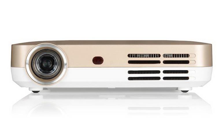 ML330 – компактный проектор для работы и развлечений